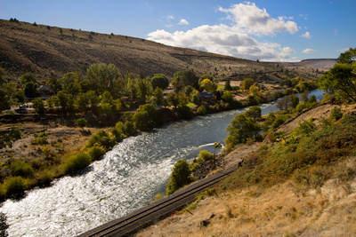 Maupin home with Deschutes river view